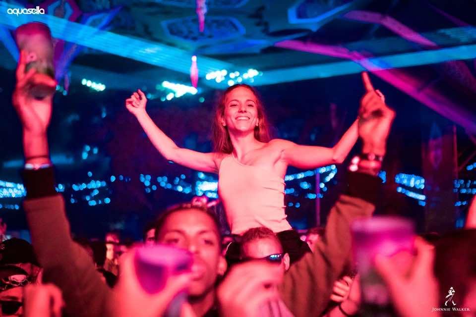 Fans dancing at Aquasella Festival
