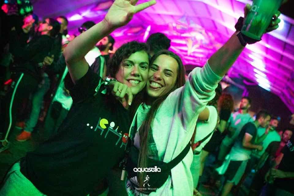 Fans enjoying at Aquasella Festival