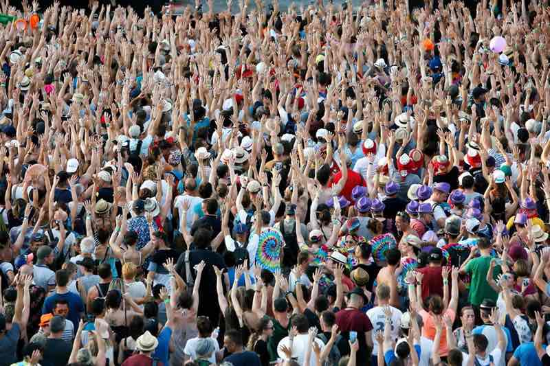 Fans dancing at Ardeche Aluna Festival