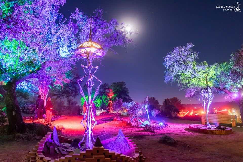 Aliens like sculpture at boom festival