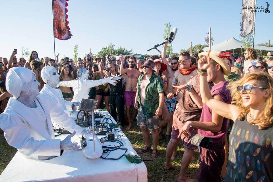 White djs performing at boom festival