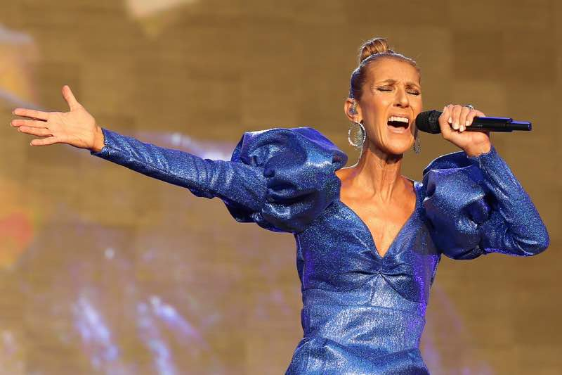 Singing in blue Celine Dion Concert Courage World Tour