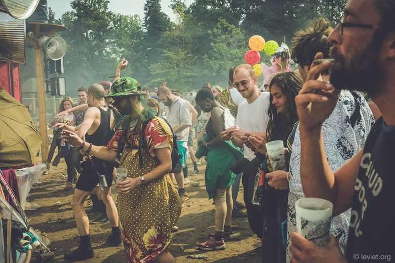 Fans dancing at Chateau Perche Festival
