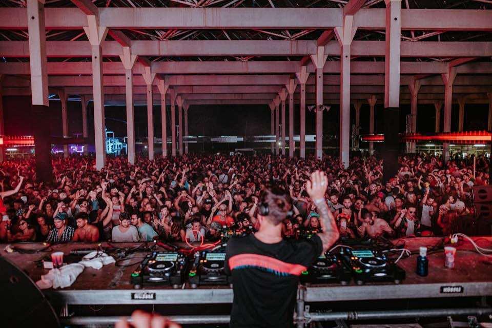 dancing fans at DGTL Barcelona Festival