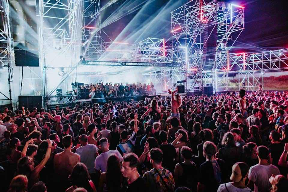 Main stage crowd at DGTL Barcelona Festival