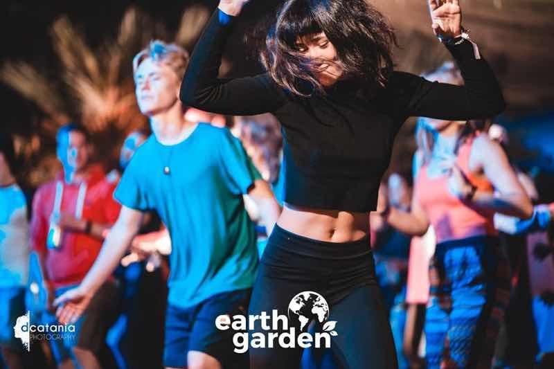 Fans dancing at Earth Garden Festival