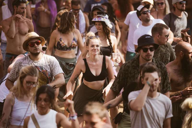 Fans dancing at Flow Experience Festival