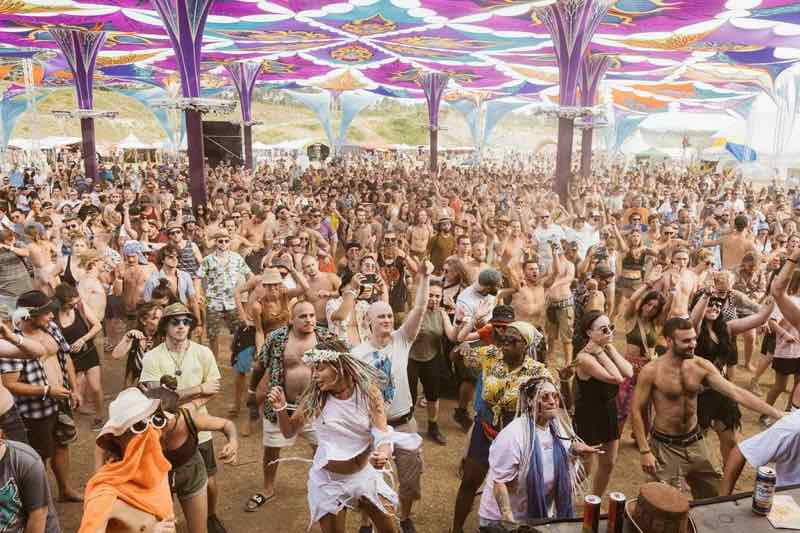 Dancing at main stage at Flow Experience Festival