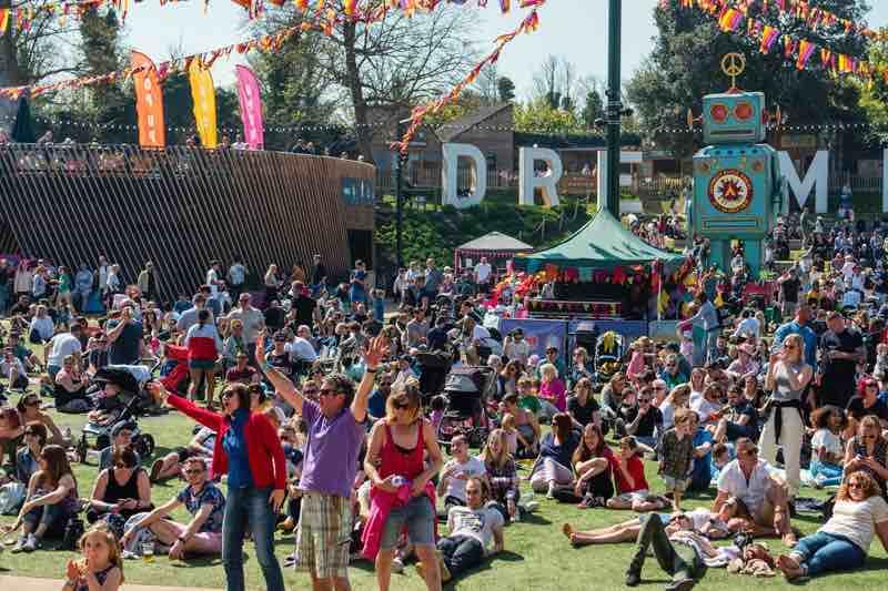 Dreamland fans at Hi Tide Festival