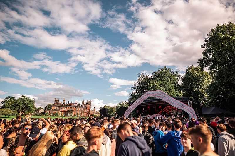 Fans dancing at hide and seek Festival