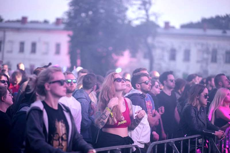Front row fans at Instytut Festival