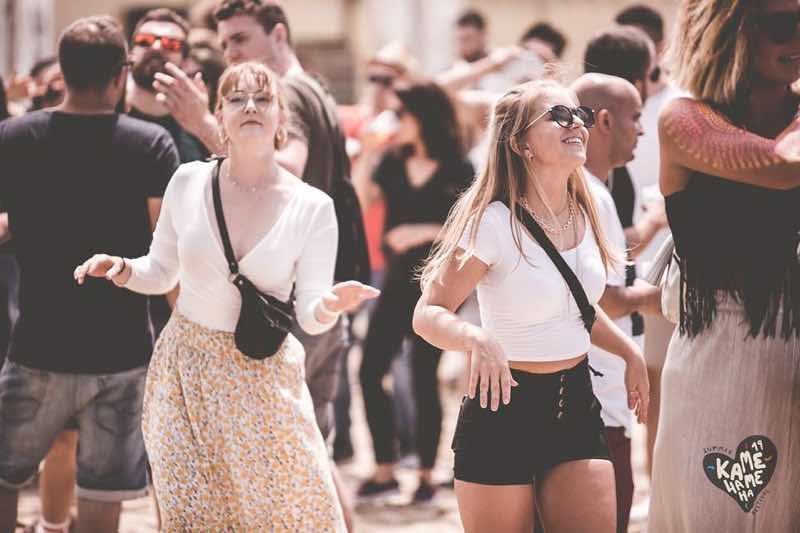 Fans dancing at Kamehameha Festival