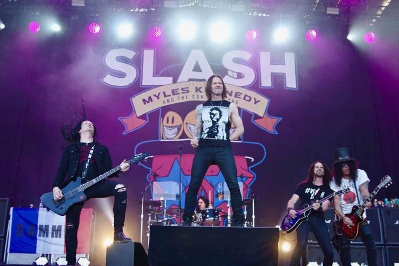 Slash performing at Les Eurockeenees Festival
