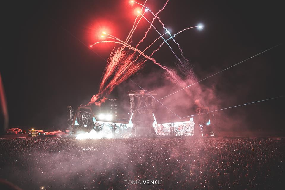 Fireworks main stage at let it roll festival