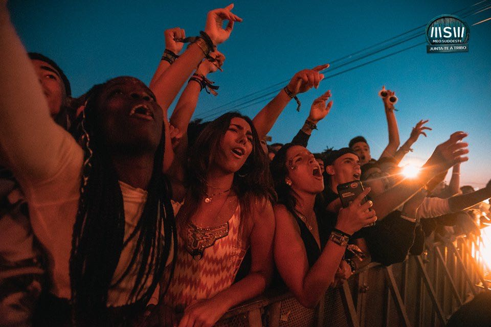 Front row fans at Echelon Open Air and Indoor Festival