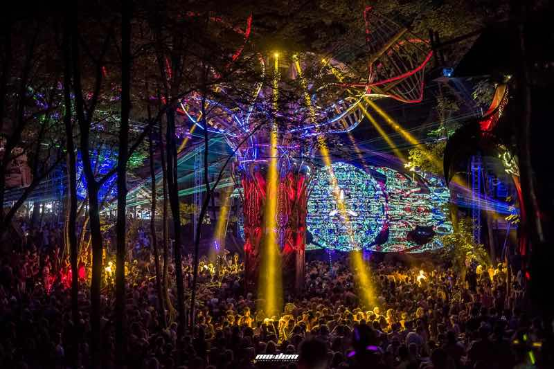 Main stage lights show at Modem Festival