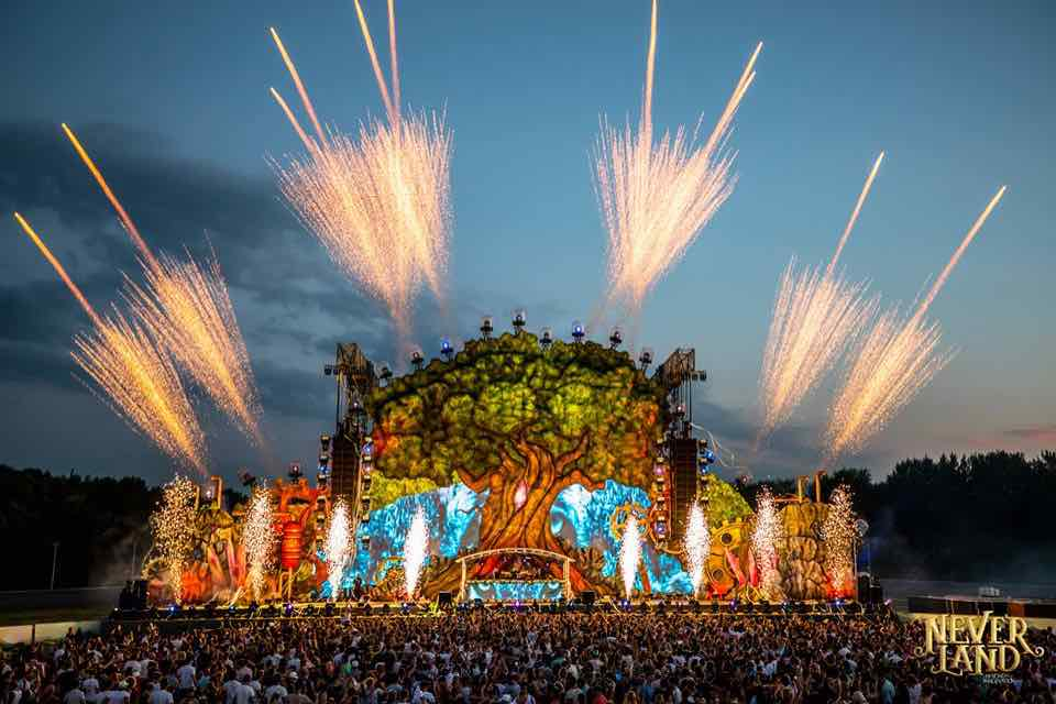 Fireworks dream stage at Neverland Festival