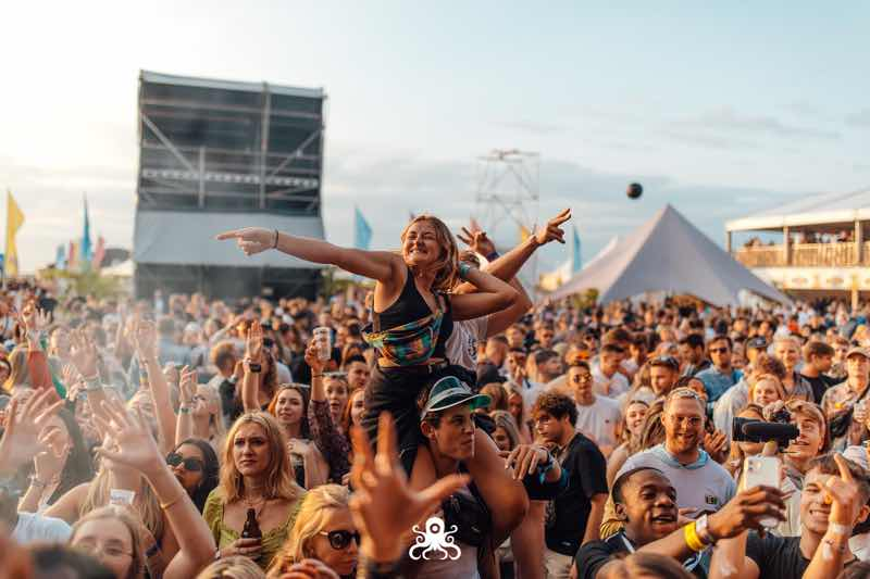 Fans excited at Ostend Beach Festival