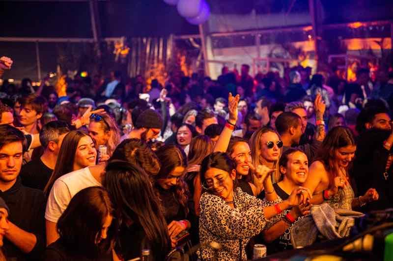 Fans dancing at Polaris Festival