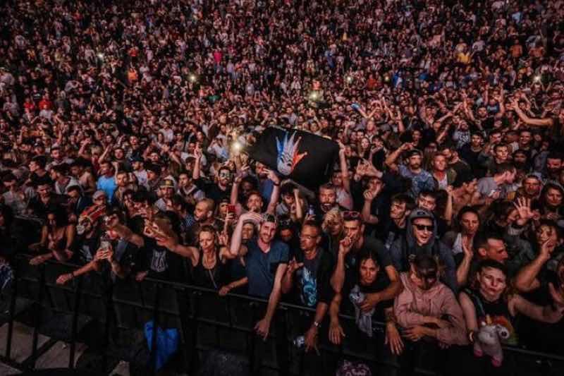 Fans dancing at Positv Festival