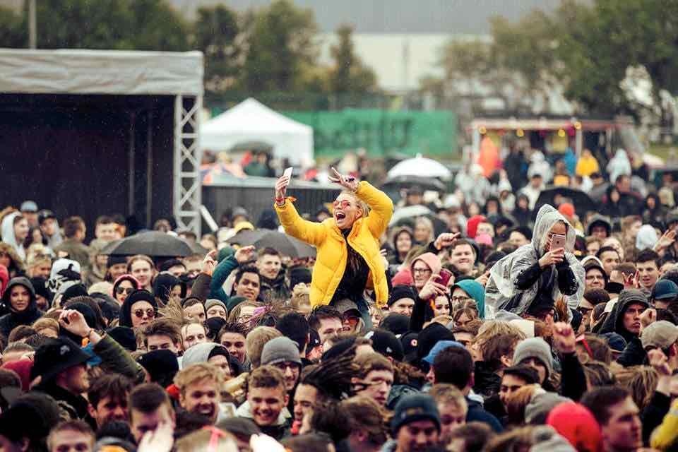 Fans dancing at Secret Solstice Festival