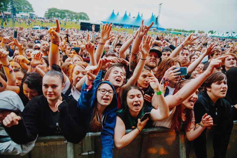 Front row fans at Slam Dunk Festival South