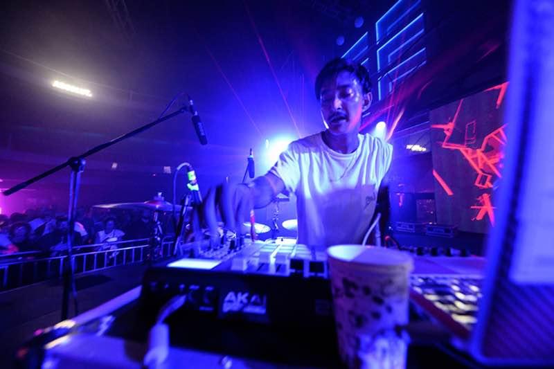 Shigeto mixing at Sonar Athens Festival