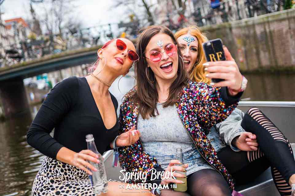 Fans enjoying the canals at Spring Break Amsterdam