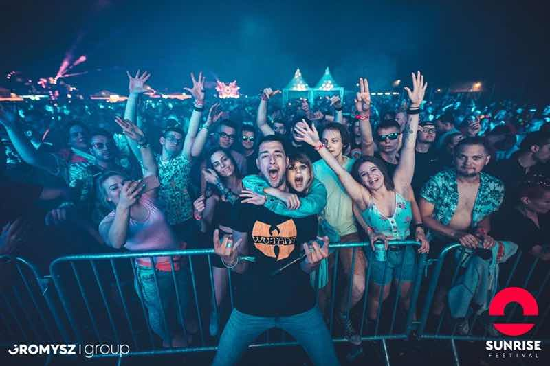 Front row fans at Sunrise Festival
