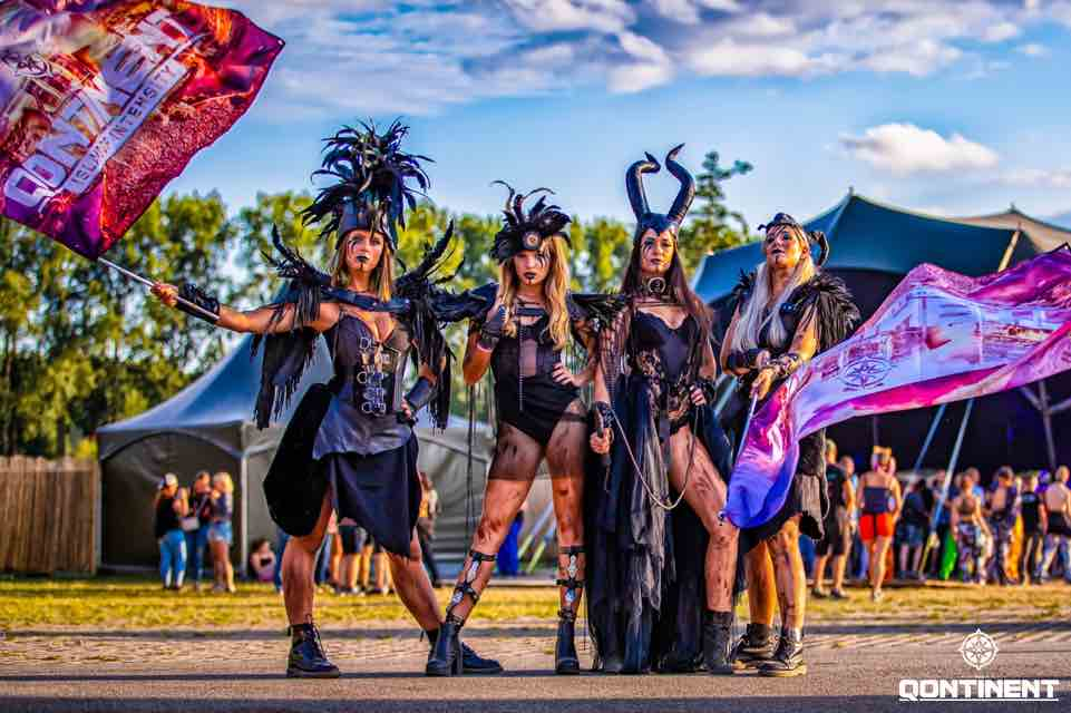 Beauties at the Qontinent Festival