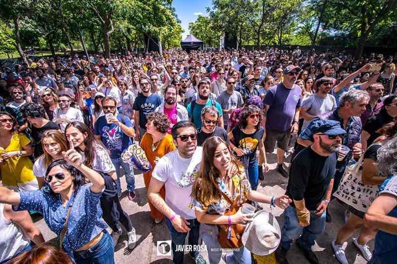 Fans dancing at Tomavistas Festival