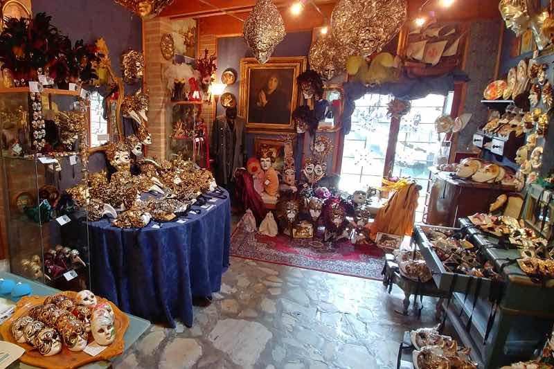 Casin dei Nobili Shop in Venice Travel Guide