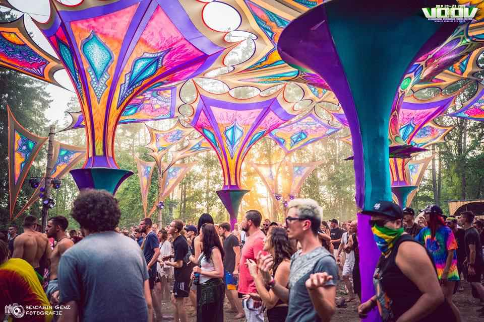 Dancing at main stage at voov experience psytrance festival