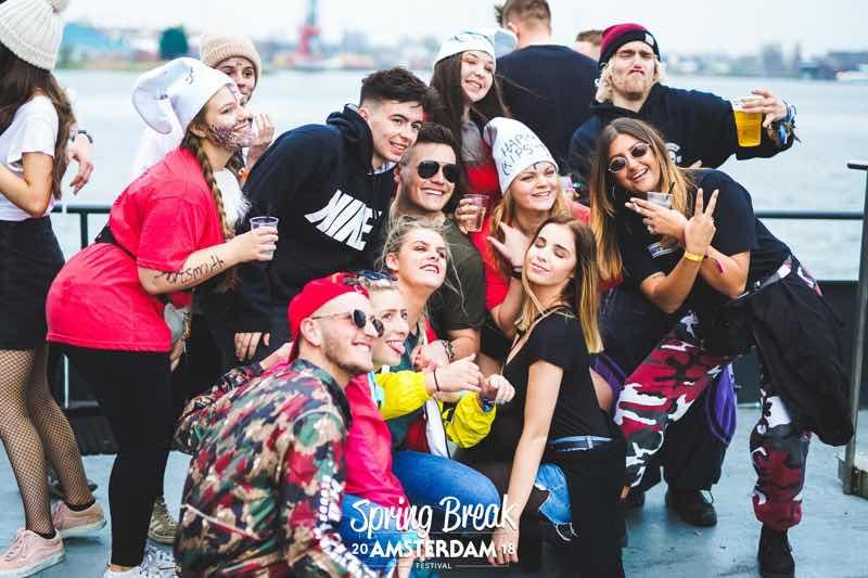 Fans having fun at Winter Break Amsterdam Festival